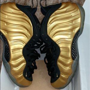 Nike Foamposite metallic gold